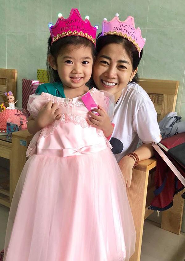 Dù biết mình mắc bệnh hiểm nghèo nhưng Mai Phương vẫn có niềm tin cô sẽ chữa trị thành công, tiếp tục nuôi con khôn lớn.