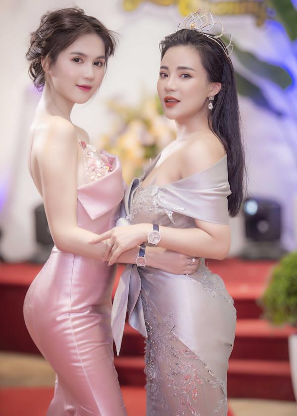 Cô tới ủng hộ Hoa Đại sứ Doanh nhân Toàn năng châu Á 2018 Stella Chang ra mắt sưu tập thời trang mới Muse by Chang Chang.