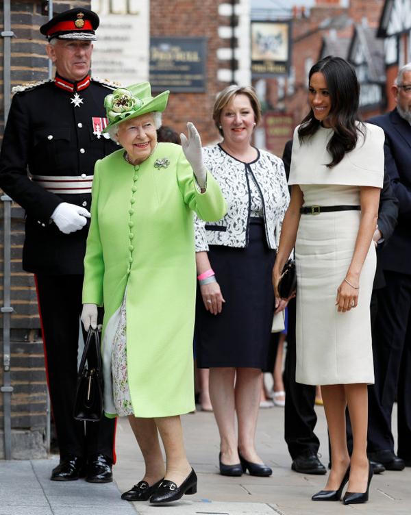 Bóc giá 3 set đồ Meghan Markle mặc khi dự sự kiện cùng Nữ hoàng - 7