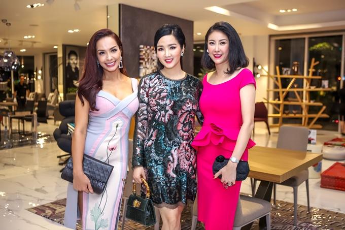 Từ trái qua: người mẫu Thúy Hạnh, Hoa hậu Giáng My, Hoa hậu Hà Kiều Anh.