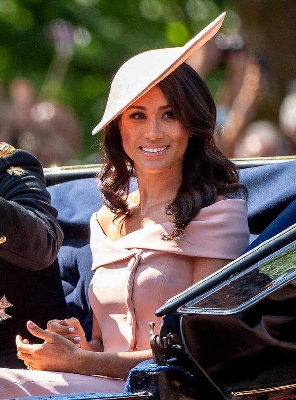 Bóc giá 3 set đồ Meghan Markle mặc khi dự sự kiện cùng Nữ hoàng - 10