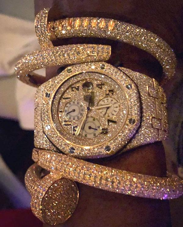 Một trong các đồng hồ đắt tiền của Mayweather. Ảnh: NS.