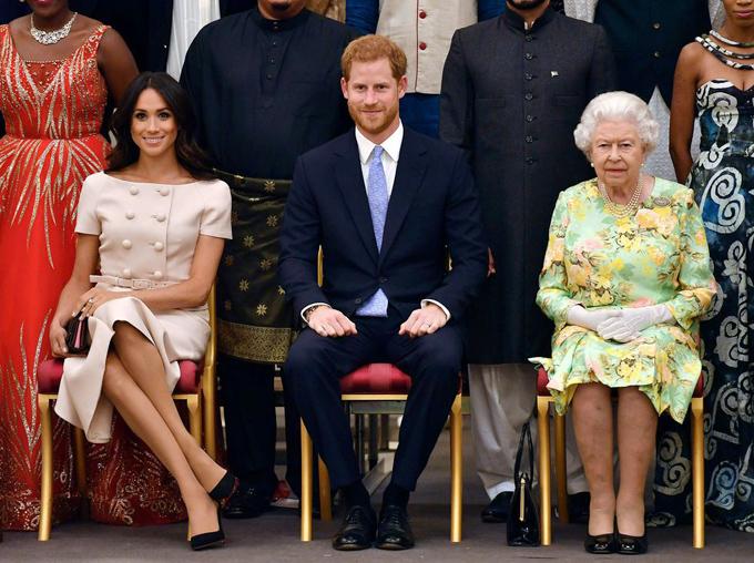 Bóc giá 3 set đồ Meghan Markle mặc khi dự sự kiện cùng Nữ hoàng