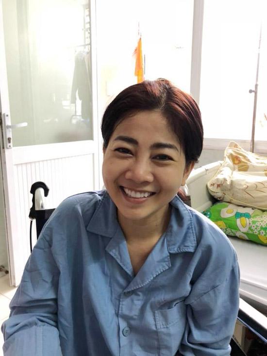 Mai Phương nở nụ cười tươi, lạc quan bởi nhận được tình cảm của đồng nghiệp, khán giả. Sức khỏe của cô khá yếu vì ung thư đã di căn vào xương, các bác sĩ không thể phẫu thuật. Cô không thể ngồi lâu vì xương hiện tại rất giòn, dễ gãy. Các bác sĩ đang phảitruyền thuốc chóng mục xương, đợi cô khỏe mạnh hơn mới tìm hướng điều trị tiếp theo.