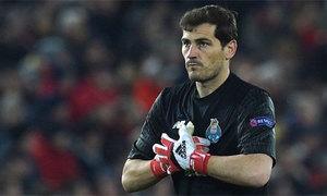 Đối thủ sút 11m siêu dị khiến Casillas đứng im