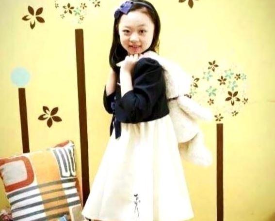 Cô bé được cho là con gái Kim Hee Sun.