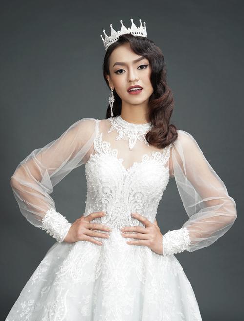 Mai Ngô hóa cô dâu kiêu kỳ với phong cách trang điểm retro.