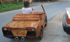 'Siêu xe Lamborghini' bằng gỗ chạy trên đường phố