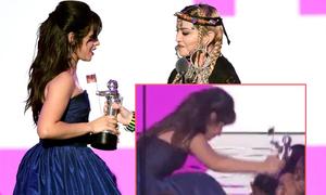 Chủ nhân hit 'Havana' vái lạy Madonna khi nhận giải 'Video của năm'