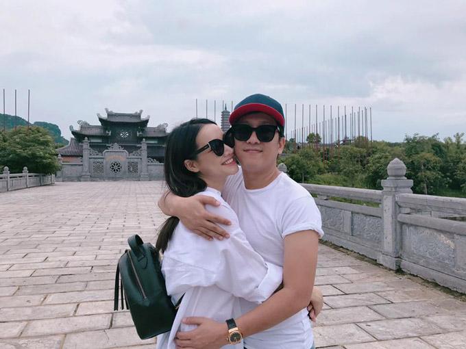 Trường Giang đăng ảnh anh và bạn gái ôm nhau cùng lời chia sẻ về thông tin sẽ tổ chức hôn lễ vào tháng 9.