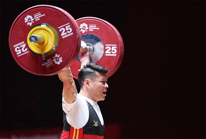 Thạch Kim Tuấn thi đấu dưới sức ở nội dung cử giật sở trường, chỉ nâng được mức tạ 128kg. Ảnh: Đức Đồng.