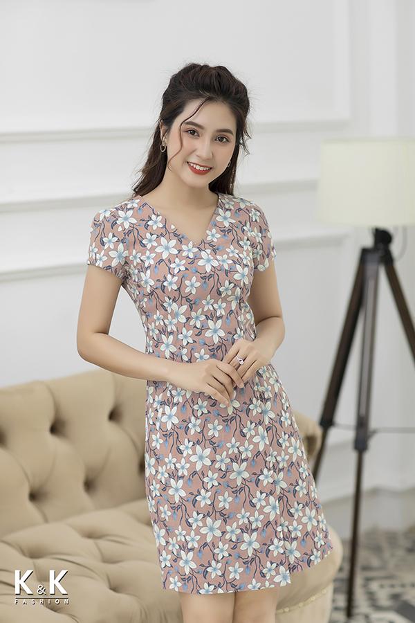 Đầm linen hoa cổ tim chéo KK77-24 giá 430.000 đồng.