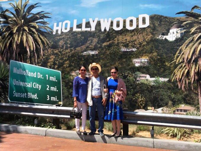Gia đình nữ MC có dịp ngắm đồi Hollywood - biểu tượng của ngành công nghiệp giải trí thế giới.