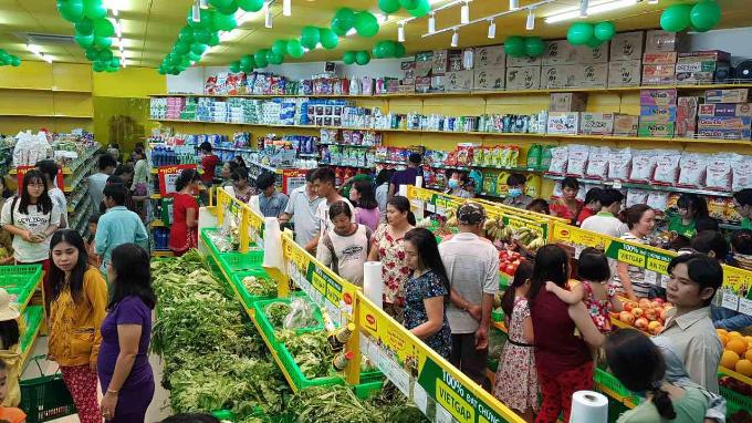 Siêu thị Bách hóa Xanh mới mở trên địa bàn các tỉnh luôn thu hút đông đảo khách hàng đến mua sắm nên nhu cầu về nhân lực làm việc rất lớn.