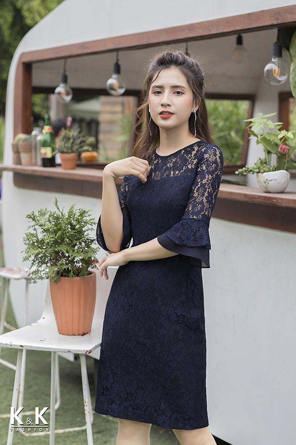 Đầm ren xanh đen tay loe điệu đà KK77-17 giá 440.000 đồng.