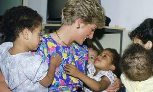 14 lần phá vỡ quy tắc hoàng gia của cố Công nương Diana