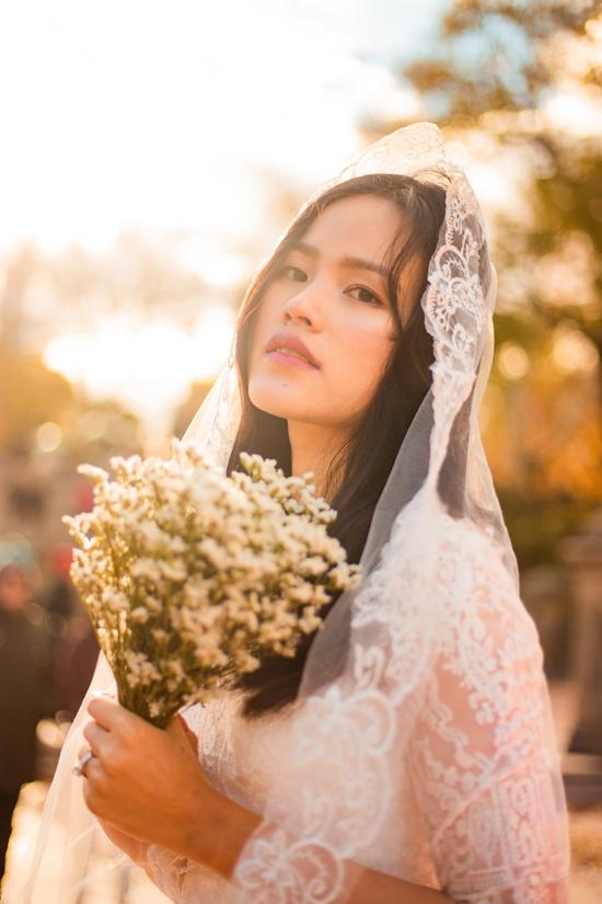 Cô dâu Tuyết Lan trẻ trung trong tiết trời rực rỡ nắng vàng mùa hạ.