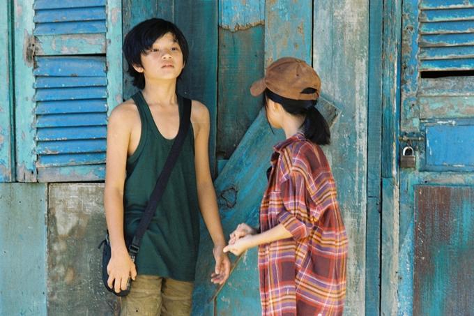 Huỳnh Đông lâm cảnh gà trống nuôi con trong phim mới - 6