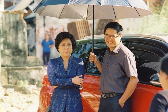 Huỳnh Đông lâm cảnh gà trống nuôi con trong phim mới - 7