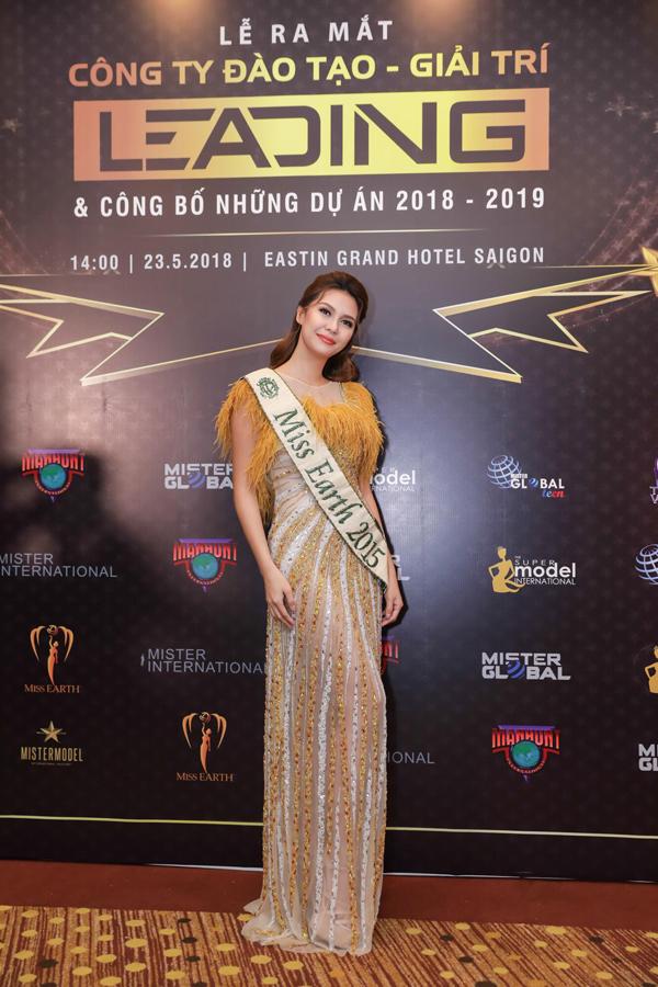 Angelia Ong - gốc Phillipines - đăng quang Hoa hậu Trái đất 2015. Cô được đánh giá cao về nhan sắc ngọt ngào, có vẻ đẹp trí tuệ.