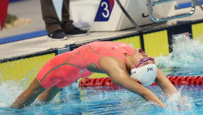 Lưu Sương (Liu Xiang) xuất phát ở nội dung thi 50m ngửa tại đường đua xanh tại Jakarta tối 21/8. Côphá Kỷ lục thế giới tồn tại suốt 9 năm. Nữ kình ngư 21 tuổi người Trung Quốc về nhất và đoạt HC vàng với thành tích 26 giây 98, hơn người về nhì gần một giây.