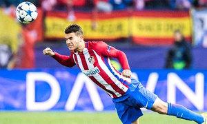 Hậu vệ Atletico Madrid ăn mừng 'đủ trò' sau khi giành Cup