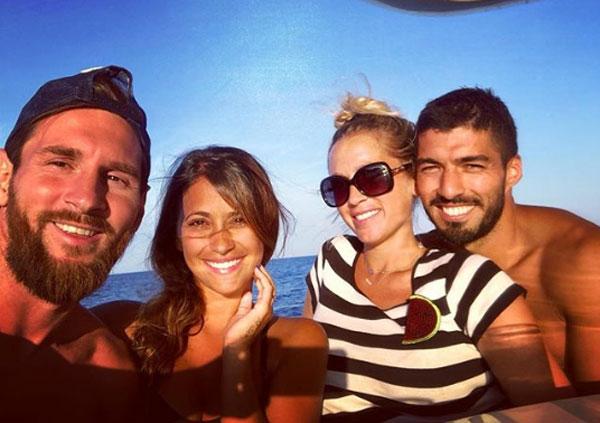 Hai cặp tình nhân cùng nhau đi nghỉ ở biển. Ảnh: Instagram.