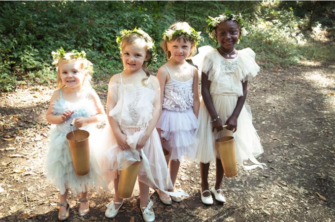 Những thiên thần xinh xắn trong lễ cưới của Hilary Swank.