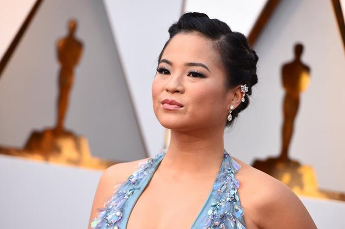 Kelly Marie Trần trên thảm đỏ lễ trao giải Oscar 2018.