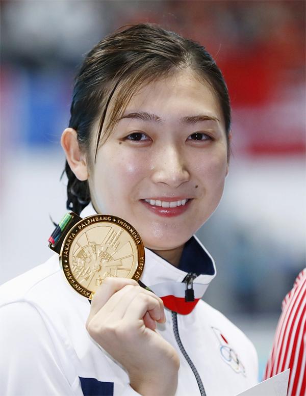 Sangngày thi đấu thứ hai, Rikako giành liên tiếp haitấm HC vàngcá nhân, phá 2 kỷ lụcở nội dung 100mtự do và 50mbơi bướm với các thành tích lần lượt là 53 giây 27 và 25 giây 55.