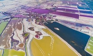 Hồ muối ở Trung Quốc như khay màu vẽ bảy sắc cầu vồng