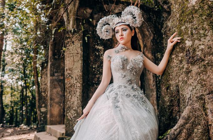 Bộ ảnh được thực hiện với sự hỗ trợ của Á hậu Thư Dung - Miss International 2018, hotgirl Ly Giáng Vũ, người mẫu Quỳnh Nga; Makeup TuArt Academy và photo TuArt Wedding