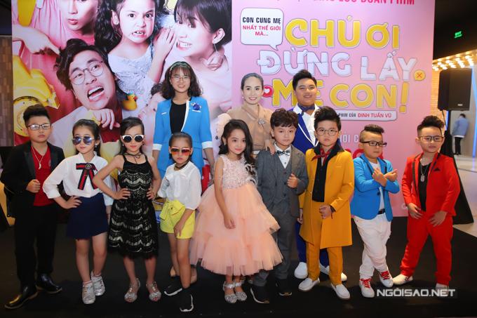 Dàn mẫu nhí tới ủng hộ bé Chu Diệp Anh và Hữu Khang đóng phim điện ảnh. Chú ơi, đừng lấy mẹ con dự kiến ra rạp vào ngày 21/9.