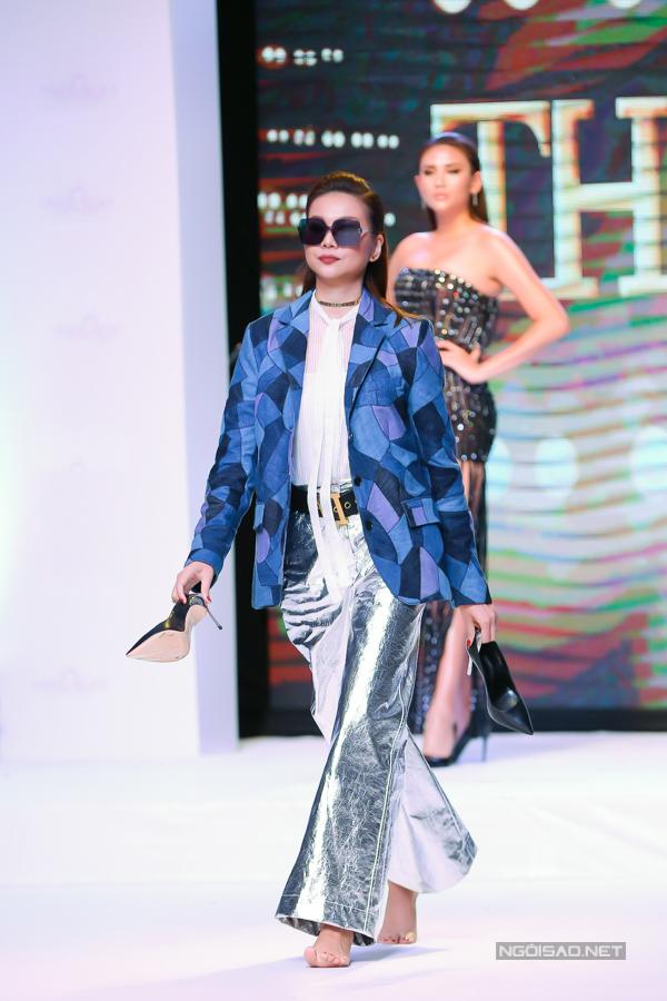 Sự tự tin và cách xử lý nhanh nhậy của Thanh Hằng nhận được sự cổ vũ của đông đảo khán giả có mặt tại chương trình.