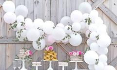 Trang trí tiệc cưới đa phong cách với bong bóng