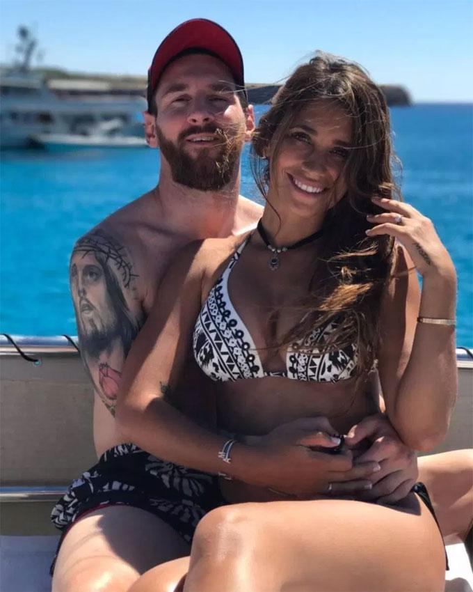 Messi cũng dành cử chỉ lãng mạn cho bà xã Antonella Roccuzzo.