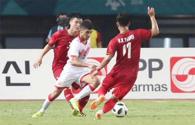 Pha bóng diễn ra ở phút 42 trận đấu giữa Olympic Việt Nam và Bahrain ở vòng knock-out môn bóng đá nam Asiad 2018 tối 23/8.Sanad Ahmed băng xuống bên cánh trái đón đường chuyền của đồng đội vấp phải sự truy cản của Duy Mạnh. Cầu thủ này khống chế bóng nảy ra xa, Văn Thanh băng vào tranh chấp và bị đạp gầm giày vào cổ chân.