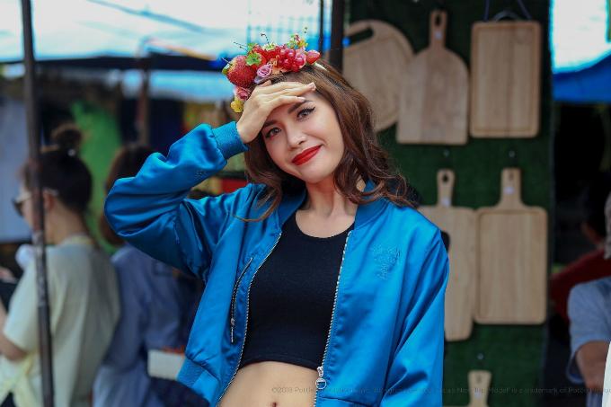 Tập 1 chương trình Asias Next Top Model 2018 vừa lên sóng tối 22/8. Đúng với những tin đồn trước đó, siêu mẫu Minh Tú đảm nhận vai trò huấn luyện viên nhờ thành tích Á quân mùa giải trước và những kinh nghiệm hoạt động người mẫu dày dặn của cô.