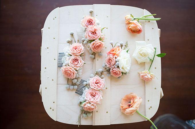Bạn có thể sáng tạo các cách kết khác nhau dựa theo kích cỡ của bông hoa.