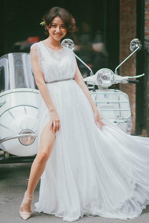 Váy cưới minimalist xuất phát từ dòng váy cổ điển thập niên 80 nhưng những năm gần đây trở thành một xu hướng đáng để cô dâu lựa chọn.
