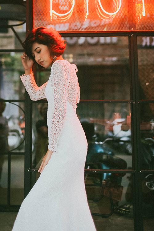 Vẻ đẹp của váy cưới tối giản là dành để chạm đến những tâm hồn biết cảm thụ cái đẹp một cách tinh tế và thuần khiết nhất.Bộ ảnh được thưc hiện với sự hỗ trợ của trang phục & photo: Jaime le Blanc, người mẫu:Trịnh Thảo.