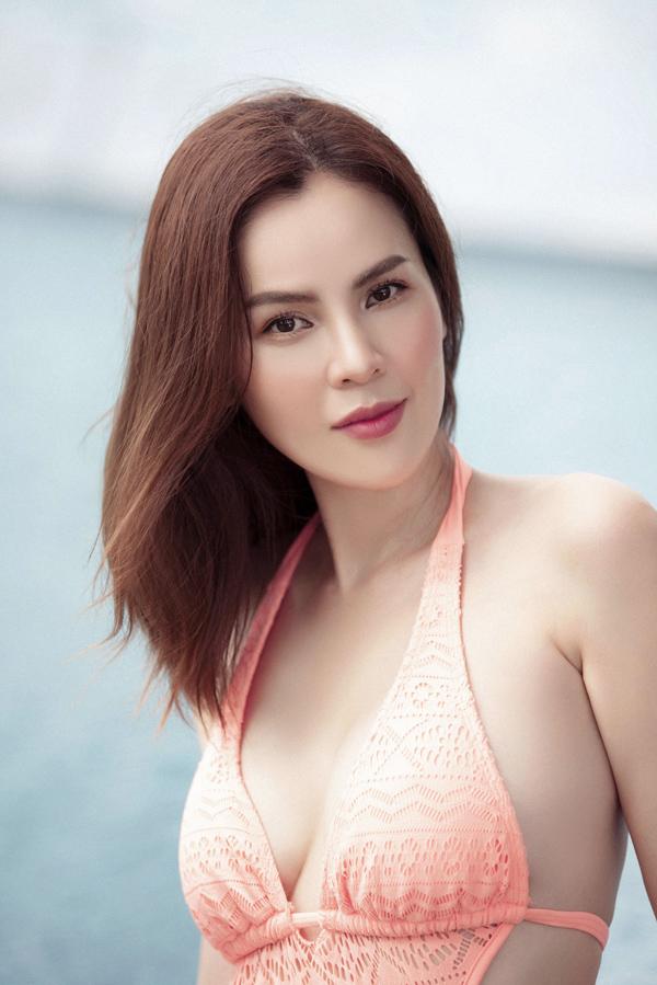 Phương Lê từng đoạt Á hậu Doanh nhân người Việt Thế giới 2015. Năm 2017, người đẹp tiếp tục gây bất ngờ khi dự thi Hoa hậu Quý bà Hòa bình Thế giới và xuất sắc giành ngôi vị cao nhất.