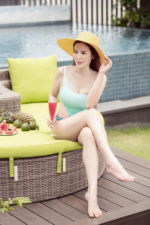 Hoa hậu quê Trà Vinh hiện có cuộc sống hạnh phúc với ông xã đại gia và 3 cô con gái xinh xắn. Phương Lê bật mí, cô từng có thời điểm nặng tới 90 kg, thân hình rất sồ sề.