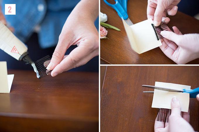 Bước 2: Dùng keo gắn lược cài vào một cạnh của tấm bìa hình chữ nhật như trong hình. Gập đôi tấm bìa và cắt bỏ phần thừa (nếu có).