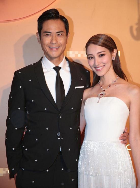 Trịnh Gia Dĩnh tiết lộ anh tin tưởng vào khả năng tay hòm chìa khóa của vợ, nên sau đám cưới, anh giao tài chính cho cô quản lý.