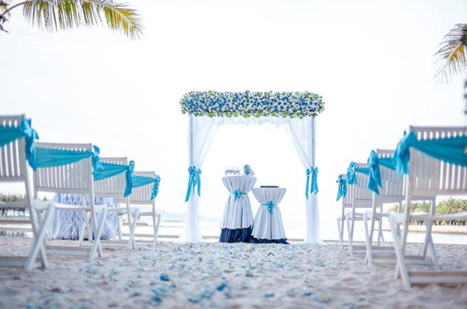 Đội ngũ tiệc cưới của resort đặc biệt chăm chút tỉ mỉ đến từng chi tiết, từ trang trí đám cưới, hoa tươi, bánh cưới, bàn tiếp đón đến khâu ẩm thực, quà lưu niệm&đảm bảo mọi thứ thật tinh tế và sang trọng.