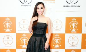 Mai Quỳnh khoe vai trần trên thảm đỏ Hoa hậu Siêu quốc gia