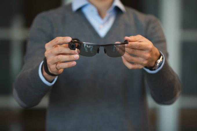 Kính Aira dựa trên công nghệkính thông minh của Google ra mắt năm 2013. Ảnh: The Daily Pennsylvanian.