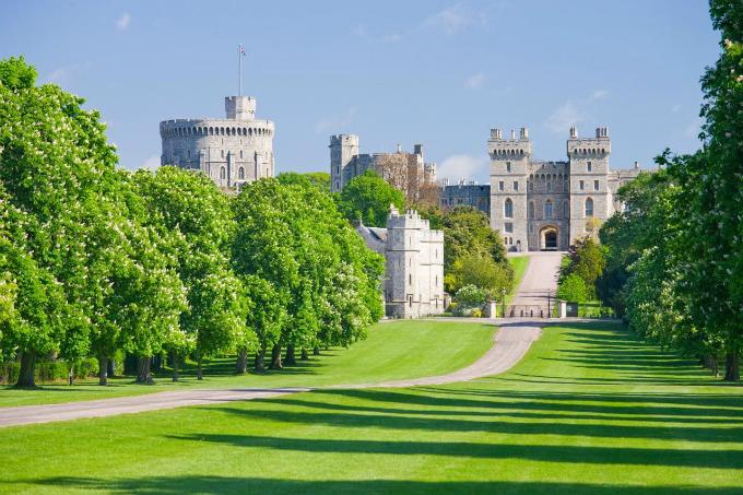 Thị trấn hút khách nhất nước Anh nhờ Hoàng tử Harry và Công nương Megan