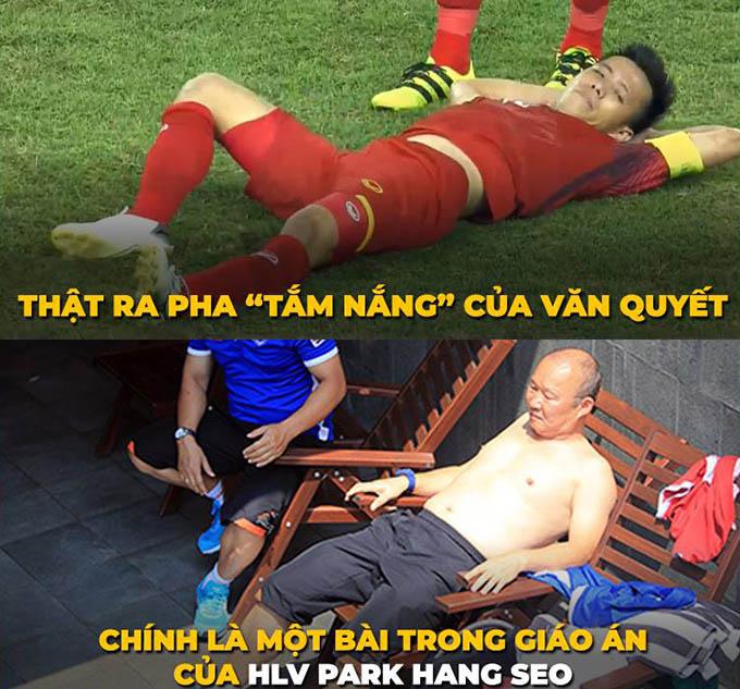 Văn Quyết là cái tên bị phản đối nhiều nhất khi HLV Park Hang-seo chốt danh sách Olympic Việt Nam dự Asiad 2018. Tuy nhiên, nhà cầm quân người Hàn Quốc rất tin tưởng vào tiền vệ của CLB Hà Nội và thường xuyên để anh đá chính ở những trận đấu quan trọng. Sau trận đấu tối 23/8, HLVSamir Chammambên phía Bahrain đánh giá Văn Quyết là một trong hai điểm sáng của Việt Nam bên cạnh tiền vệ Đức Huy.